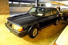 Volvo 244 i prydligt skick för 2400 euro. Inte så stor skillnad mot svenska priser.