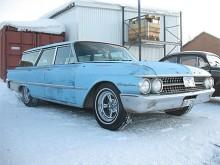 En babyblå hägring i snön, fast på riktigt i form av Anders Brändströms Ford Country Sedan