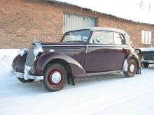 Per Lövgrens Mercedes är en cabriolet som gjord för ett vinterrally.
