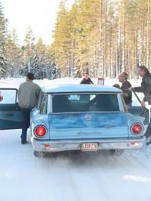 När frågorna ska lösas är det bra att liksom Anders Brändström ha en Ford Country Sedan där många kompisar får plats.