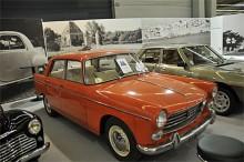 Peugeot 404 fyller 50 i år men hänger ännu med fint i trafiken. Det hade inte en 50 år gammal bil gjort 1960 när 404:an presenterades.