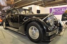 Ännu en orörd bil, en Voisin 1935 med den säregna funkiskarossen Aérodyne.