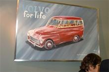 Intressant tolkning av en Volvo Duett. Tavlan togs ner innan mässan stängde.