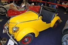 """I avdelningen för miniatyrbilar charmade denna franska NEW MAP """"Baby"""" från 1951, Kalle Ankas bil på riktigt"""