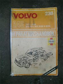 En Haynes reparationshandbok är bra att ha, men jag har redan Volvos egna rephanbok, så den här fick åka ut på Tradera. Såld den med!