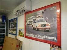 Flera affischer med Volvo 240, det här är ju lovande!