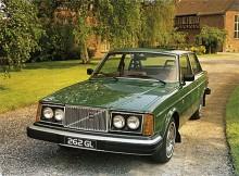 NR 5: 262 GL. 1976-77 tillverkades en mycket liten serie 262 för den nordamerikanska marknaden. Enligt Volvos siffror byggdes 3329 exemplar, kanske var det ännu färre. Så snygg i sin USA-specifikation tycker jag, med de helgula blinkersglasen, smala vita däcksidor och de runda dubbla USA-strålkastarna. Snyggare kupémodell (om man får kalla den så) än 262C tycker jag.