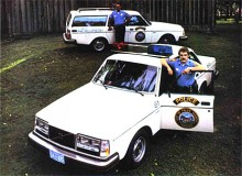 Ojojoj! Kan det bli snyggare! Observera att de här amerikanska polisbilarna är av 1981 års modell. På den nordamerikanska marknaden fick de stora stötfångarna hänga kvar ytterligare ett par år.
