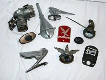 Lösgodis i massor. Auktionsfirman har en grannlaga uppgift att sortera och märka upp alla objekt.