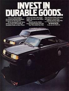 1987Inga vita däcksidor, inga dubbla strålkastare. Det unika för nordamerikamarknaden avtog längre in på 1980-talet. Men kromade rails var fortfarande viktigt att visa i annonserna. Ser lite apart ut tycker jag, när allt annat krom försvunnit.