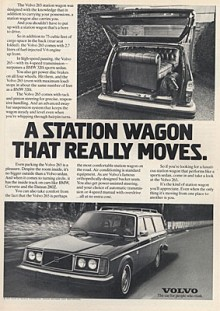 1977Volvo, villa och vovve! Snyggt med dubbla sealed beam-strålkastare och kromade rails!