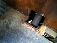Rolf Lundblad fixade avgasläckaget och justerade förgasaren. Bra saker att ha gjort innan avfärd.