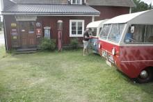 Att serva en 92 husbil kräver akrobatiska färdigheter.