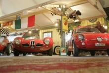 När bilar är så snygga att det nästan gör ont. Alfa Romeo Disco Volante 1952 och en sötsalt Abarth.