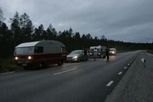 Två vägmän har droppat av längs vägen. Nu är det fem vägmän och en vägtjej kvar på vägen. Gramåt, hela tiden framåt.