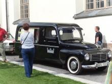 Volvo 445 i begravningsutförande med visst vindmotstånd...