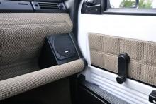 Stilrent och funktionellt. Observera Fiat-högtalarna som är ett originaltillbehör.