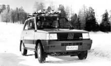 1986 fanns det fyra ungdomar som var lyckligare än sina kamrater som åkte Panda 750. Det är bara i en Panda 4X4 man är lycklig. Observera den rejäla hasrörställningen under motorn.