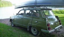 Ibland kör Mark med navkapslar och utan kanot, ibland utan navkapslar och med kanot.