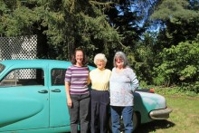 Mor och döttrar och den hemliga bilen. Se mer på: www.dragers.com