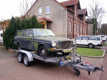Så här såg Jens-Peter Voss Volvo 165 ut när han köpte den för två år sedan. Istället för kromlist nedanför sidorutorna fanns där mossa!