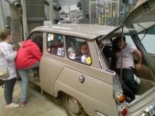 Hur många barn med undertryckt ilska får plats i en Saab 95?
