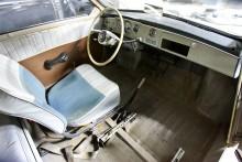 Passagerarstolen åkte på konvalescens och en tillfällig förarstol i fel kulör togs från huvudlagret.