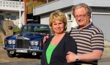 Lena och Carl Otto Gählman har även större bilar i garaget. Denna Rolls-Royce Silver Shadow gjorde en Sverigeresa i Klassiker 7/2008.