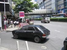 Det måste vara någon thailändsk kunglighet som är ute och glider i en Allegro.