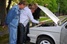 Att öppna huven på bilträffen fungerar lika bra som intresseväckare med en Asea som drivkälla.