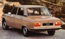 sedanmodellens bakljus med två glas per sida uppdaterades senare till en mer modern fyrkantig blaffa typ Volvo 240.
