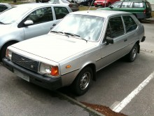 Vissa bilar kan man misstänka har blivit kvar hos samma ägare för att de inte är så eftertraktade på begmarknaden. Volvo 343 är en sådan.