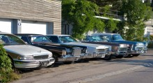 Geralds bilpark, ett grovt överslag ger att denna flotta kostar kanske 10-15000 kronor i månaden bara i skatter och försäkringar! I Sverige så kostar samma bilar under tusenlappen att äga.