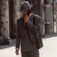 Ericsson lanserade sin Hot Line pockettelefon 1987. Endast ett halvt kilo tung och bara 40 000 kronor.