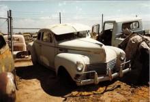 Chrysler 1940 5-fönster coupé med gangsterkeps och kofångarbågar.