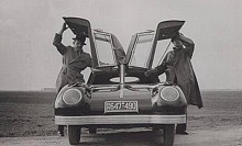På Golmozigs bil fälldes även en sektion av vindrutan upp.