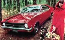 Holden Monaro GTS 1968 i svampskogen, som torde vara en främmande miljö för denna bilmodell