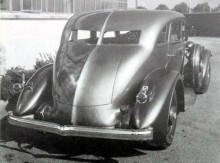 """detta djärva bakparti med """"fena"""" var i högsta grad extremt bilmode 1931"""