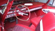 """Plymouth Fury 1960 har en mycket oortodox interiör och """"Aero wheel"""", dessutom svängbara """"swivel seats"""" och tryckknappsautomat."""