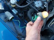 Den fiffiga motorrumsbelysningen, en av Z:ans många små fiinurligheter