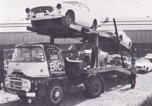 Transport av de första P1800-bilarna från Jensenfabriken, destination Göteborg