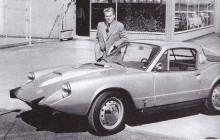 V4;an hittade också ned i Sonetten som hade börjat tillverkas med tvåtaktaren, den nya motorn nödvändiggjorde den stora bulan på huven. Ägaren är lasse Lönndahl.