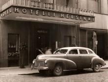 Checker A2 från 1947, bedagad fast bara fyra år gammal utanför Hotel Helsinki