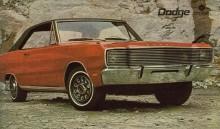 Charger 1971, fanns i utföranden LS som här, och R/T med lite tuffare stripes och svarta accenter.