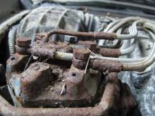 Eh, jo det är ju bra att det sitter ett komplett sprut på reservdelsbilen eftersom sprutet på vår befintliga bil är lite struligt. Eller hur?