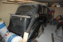 Troligen en Opel Super Six från 1938-39. Men inga papper på bilen finns.