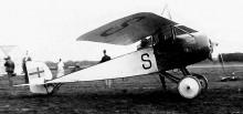 Thulin typ D, egentligen ett Morane-Saulnier monoplan. Med vingen ovanför flygkroppen på det här sättet kallas det parasollplan.