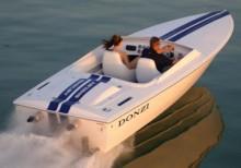 Shelbys namn prydde också en båt, specialupplaga av den exkulsiva  Donzi 22GT.