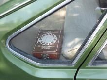 Räddningskårens lilla fina låda platsar bra i bakre sidofönstret.