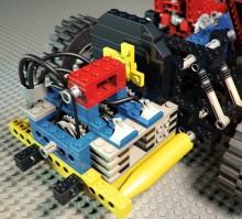 """boxermotor bak, mycket väldetaljerat med de bitar som fanns i sortimentet då. Dessutom kunde man köpa en sats med elmotor, och bygga in i """"blocket"""""""